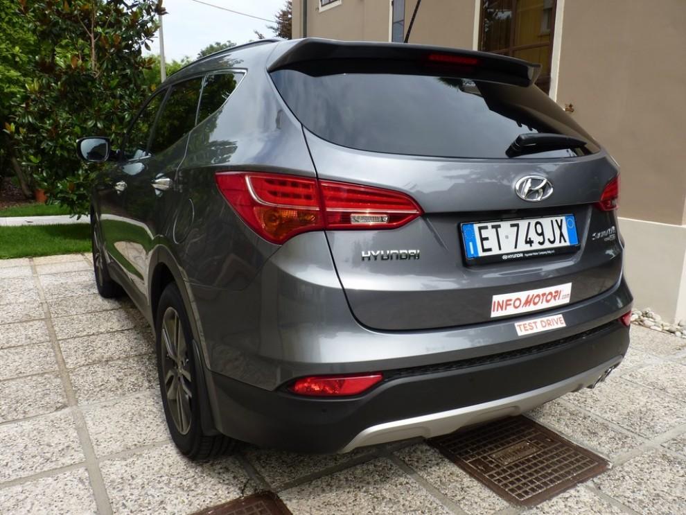 Hyundai Santa Fe 2.2 CRDi provata su strada - Foto 12 di 16