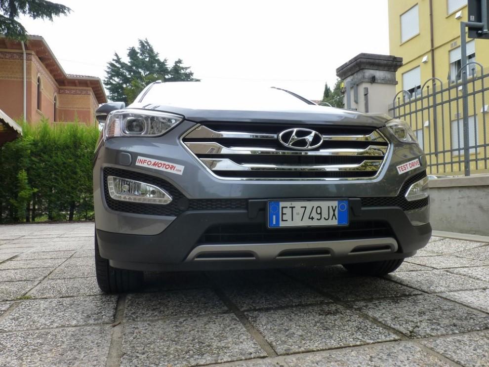Hyundai Santa Fe 2.2 CRDi provata su strada - Foto 2 di 16