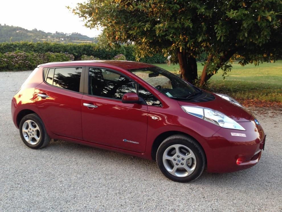 Nissan Leaf, prova su strada dell'elettrica full zero emission - Foto 11 di 14