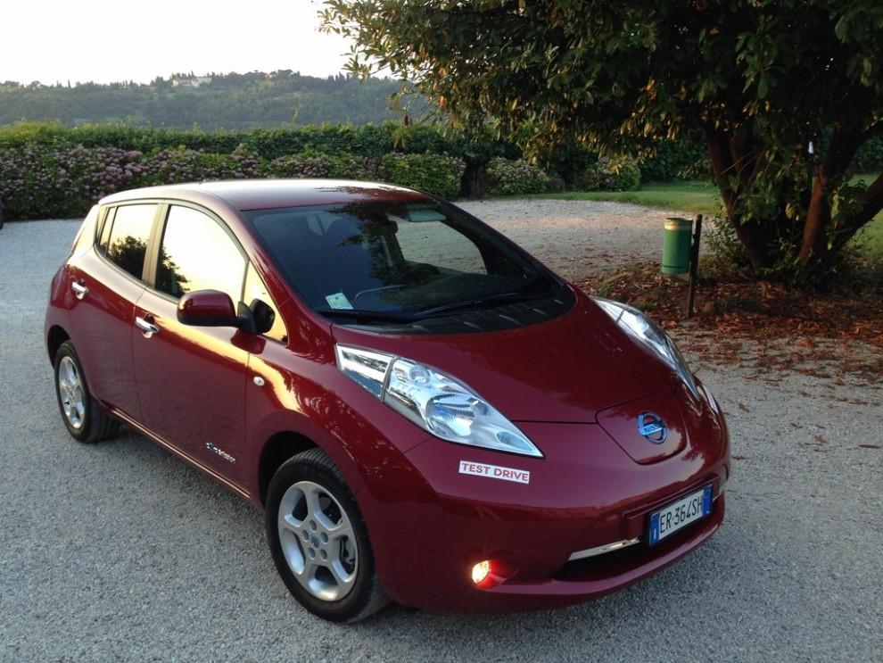 Nissan Leaf, prova su strada dell'elettrica full zero emission - Foto 9 di 14