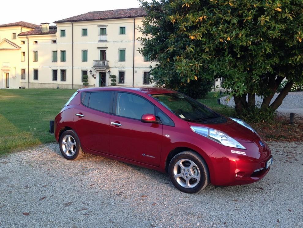 Nissan Leaf, prova su strada dell'elettrica full zero emission - Foto 12 di 14