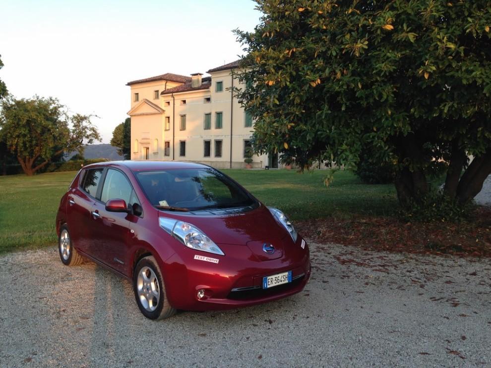 Nissan Leaf, prova su strada dell'elettrica full zero emission - Foto 13 di 14