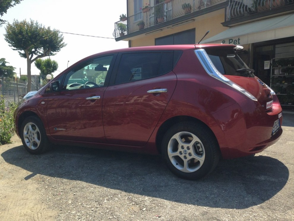 Nissan Leaf, prova su strada dell'elettrica full zero emission - Foto 10 di 14