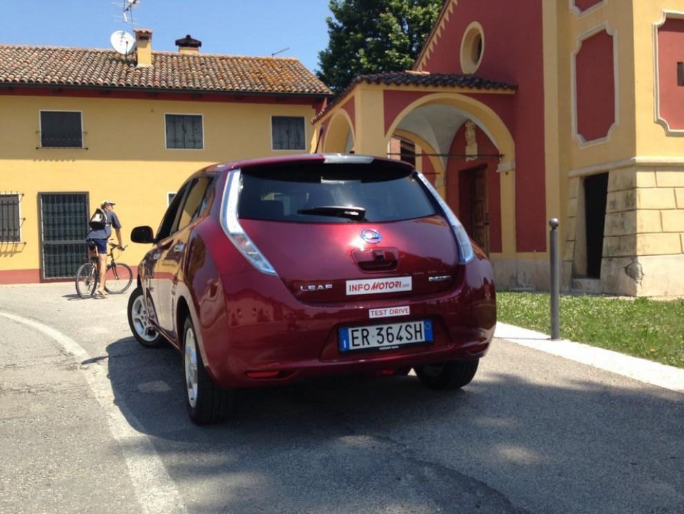 Nissan Leaf, prova su strada dell'elettrica full zero emission - Foto 6 di 14