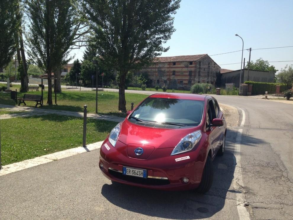 Nissan Leaf, prova su strada dell'elettrica full zero emission - Foto 1 di 14