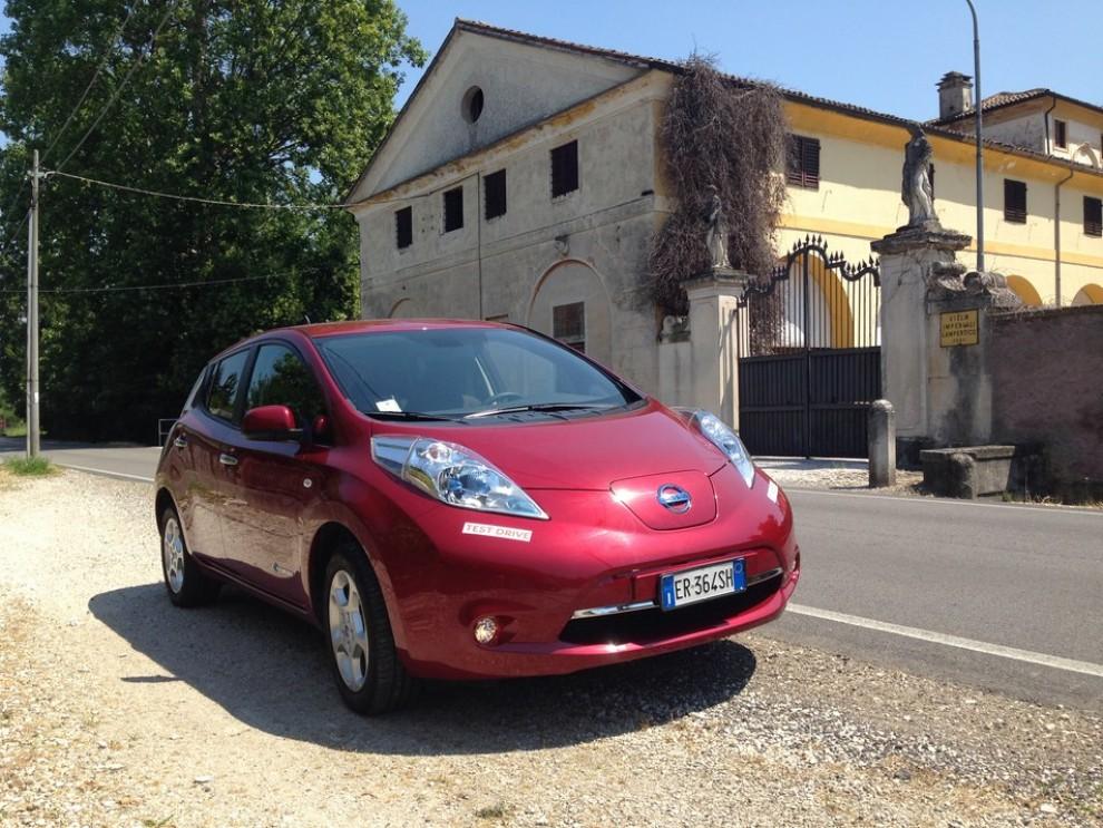Nissan Leaf, prova su strada dell'elettrica full zero emission - Foto 2 di 14
