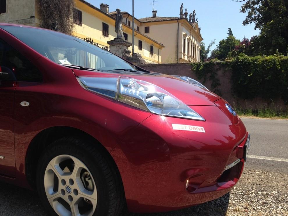 Nissan Leaf, prova su strada dell'elettrica full zero emission - Foto 3 di 14