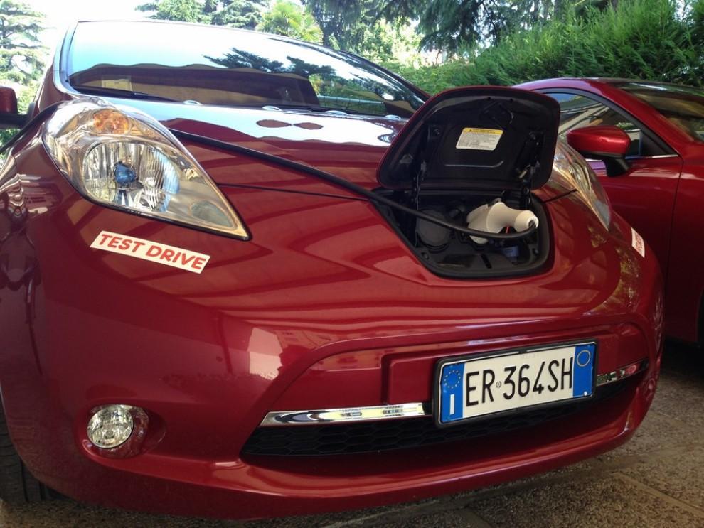 Nissan Leaf, prova su strada dell'elettrica full zero emission - Foto 4 di 14