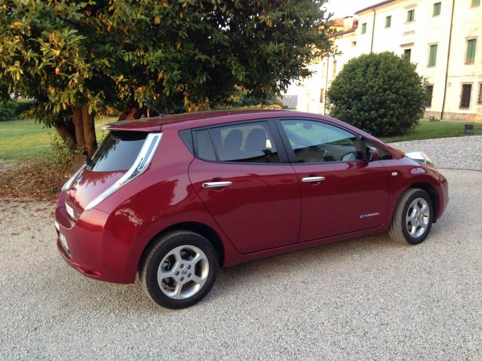 Nissan Leaf, prova su strada dell'elettrica full zero emission - Foto 7 di 14