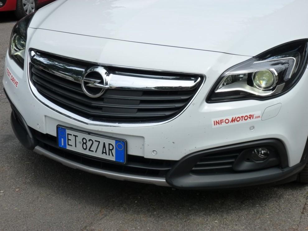 Opel Insignia Country Tourer prova su strada, prezzi e dotazioni - Foto 12 di 13