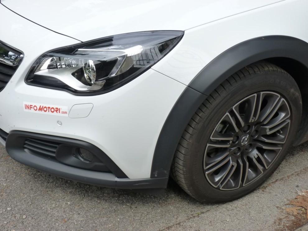 Opel Insignia Country Tourer prova su strada, prezzi e dotazioni - Foto 13 di 13