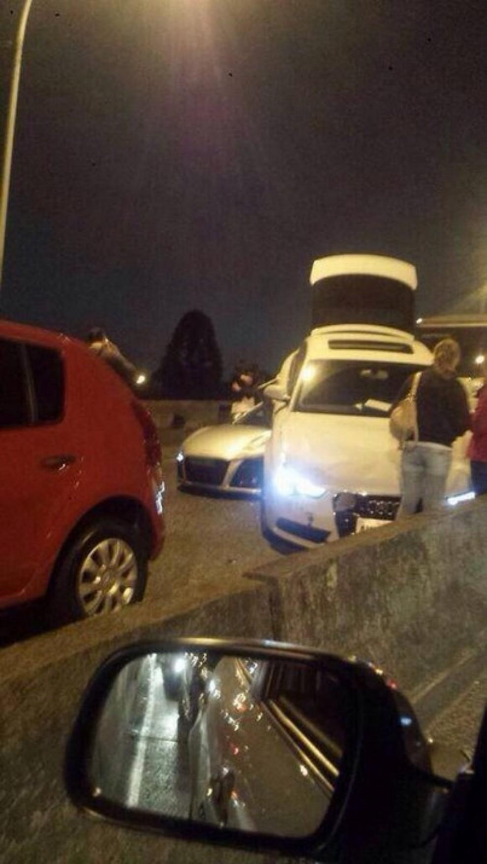 Audi R8 tampona violentemente una Audi A5 Sportback - Foto 4 di 4