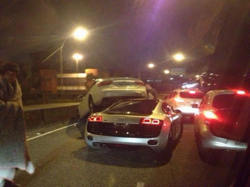 Audi R8 tampona violentemente una Audi A5 Sportback - Foto 1 di 4