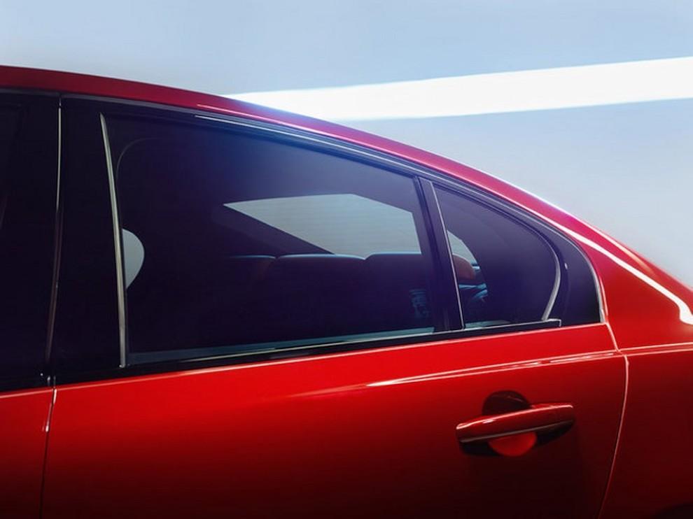 Jaguar XE, nuova gamma di accessori e grande personalizzazione - Foto 15 di 23