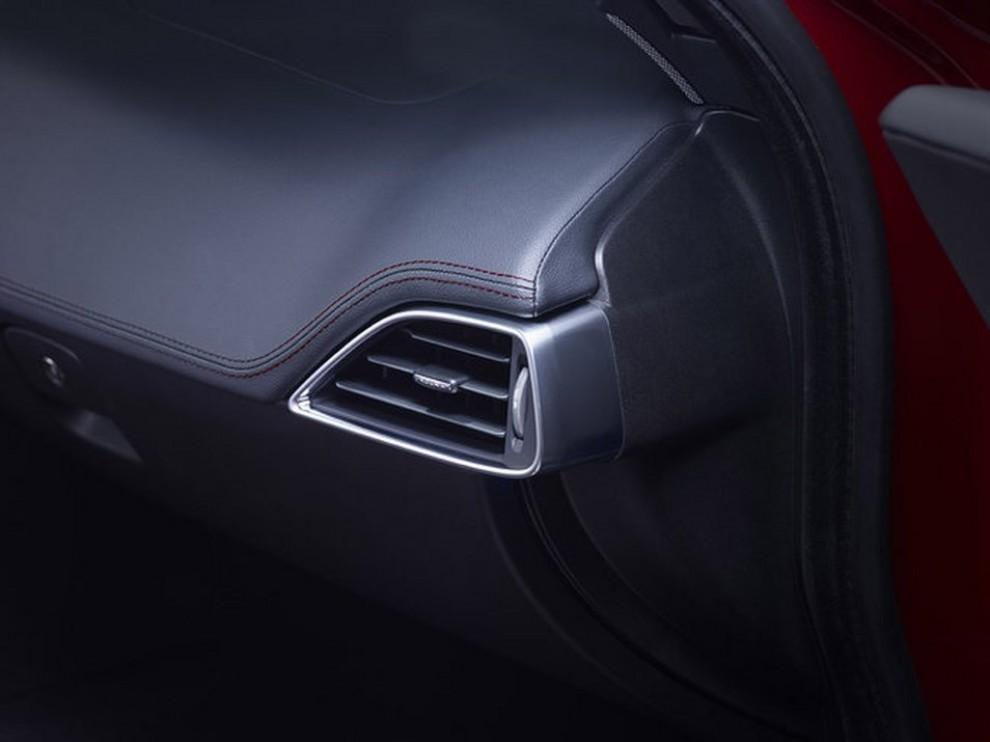 Jaguar XE, nuova gamma di accessori e grande personalizzazione - Foto 16 di 23
