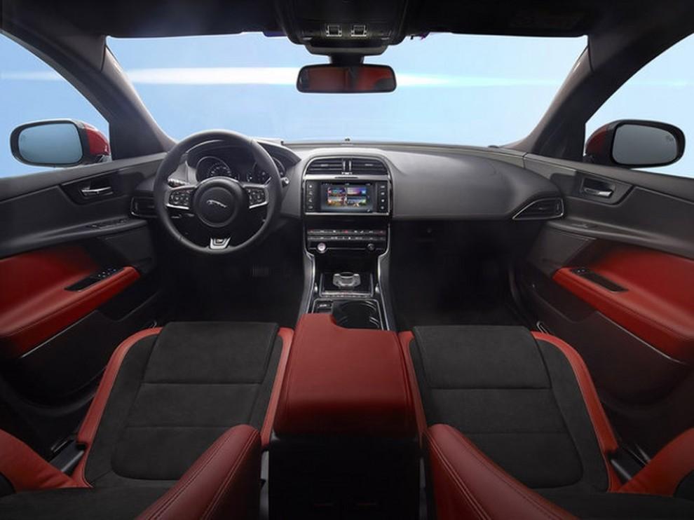 Jaguar XE, nuova gamma di accessori e grande personalizzazione - Foto 17 di 23