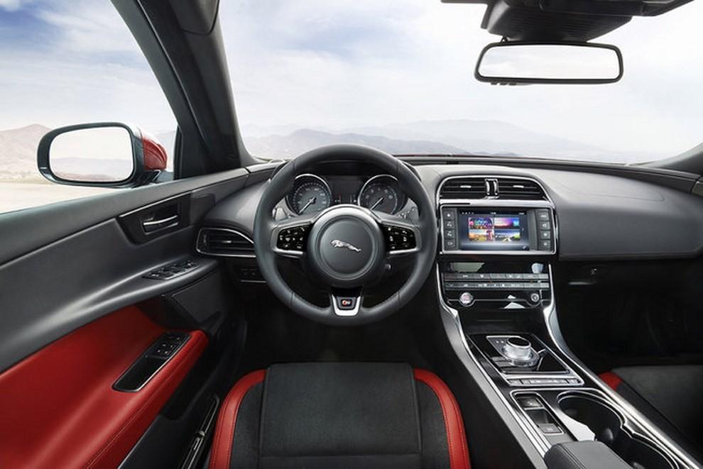 Jaguar XE, nuova gamma di accessori e grande personalizzazione - Foto 20 di 23