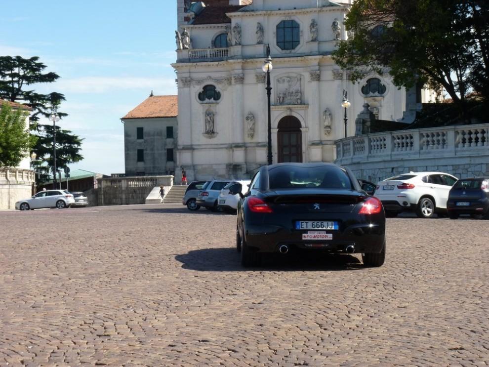 Peugeot RCZ R provata su strada la sportiva da 270 CV - Foto 13 di 22