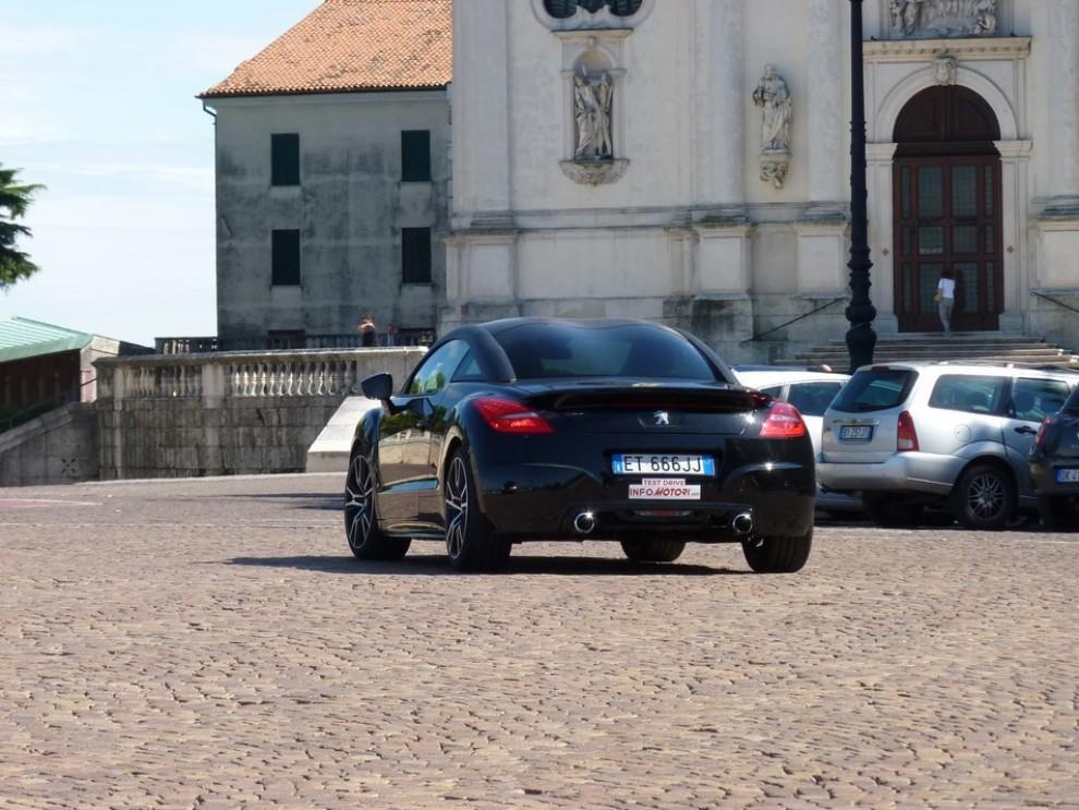 Peugeot RCZ R provata su strada la sportiva da 270 CV - Foto 14 di 22