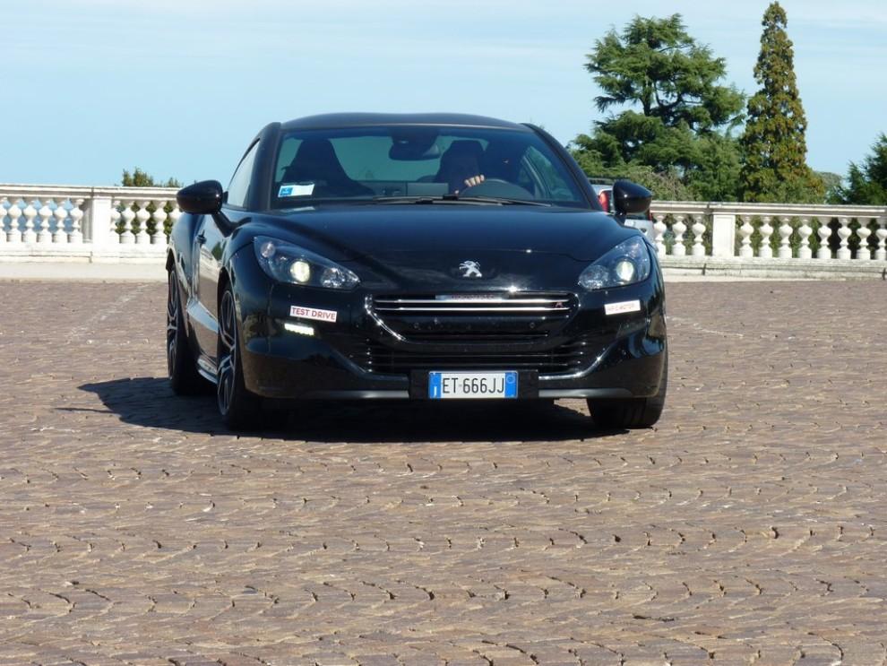 Peugeot RCZ R provata su strada la sportiva da 270 CV - Foto 18 di 22