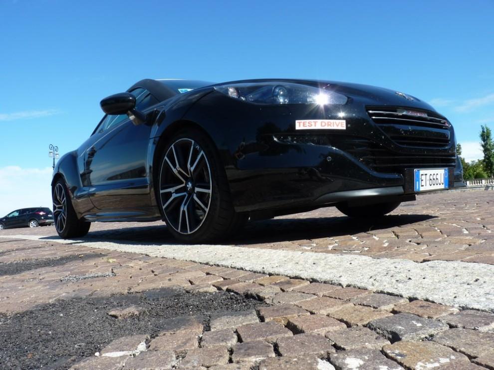 Peugeot RCZ R provata su strada la sportiva da 270 CV - Foto 4 di 22