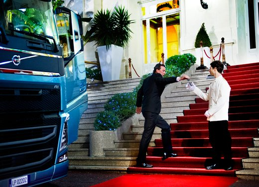 "Volvo Trucks presenta il nuovo video ""The Casino"""