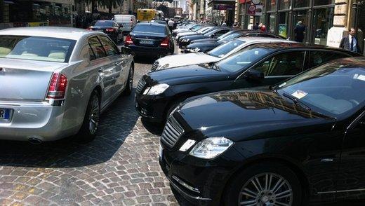 """Auto Blu, il Ministro Madia dichiara: """"Tutti a piedi alle riunioni!"""""""