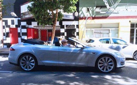 Tesla Model S Cabrio modificata da Newport Convertible Engineering