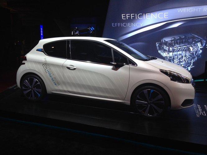 Peugeot 208 Hybrid Air 2L, l'auto ibrida ad aria compressa