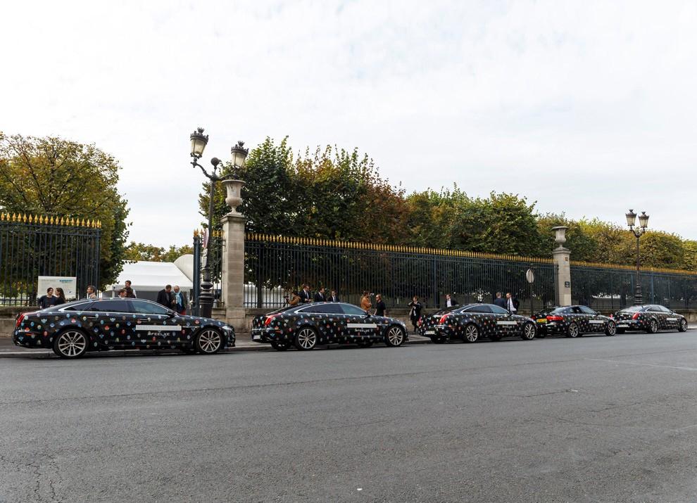 Stella McCartney fa sfilare a Parigi la nuova Jaguar XE - Foto 6 di 6