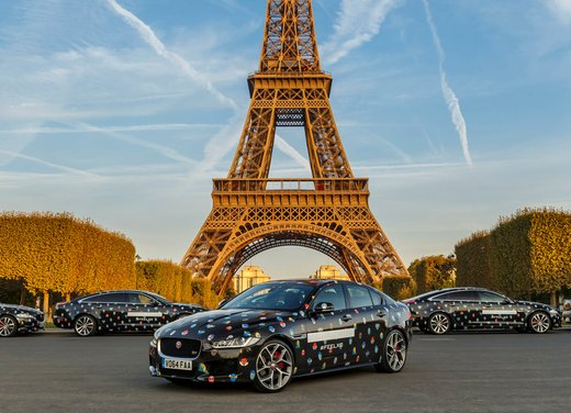 Stella McCartney fa sfilare a Parigi la nuova Jaguar XE