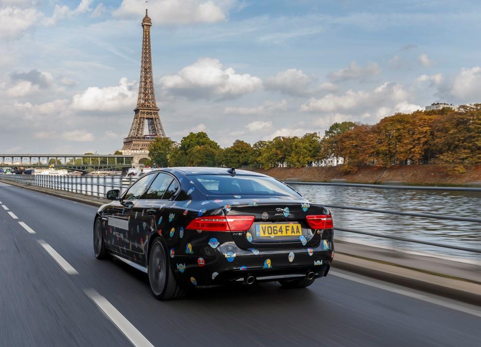 Stella McCartney fa sfilare a Parigi la nuova Jaguar XE - Foto 4 di 6