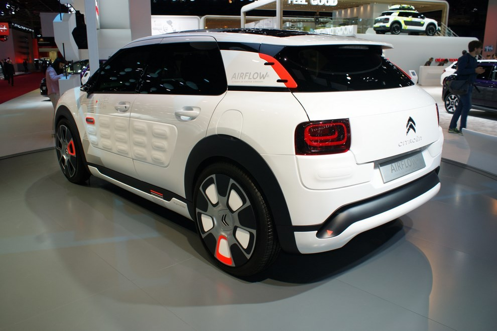 citroen c4 cactus airflow 2l concept dai consumi bassissimi infomotori. Black Bedroom Furniture Sets. Home Design Ideas