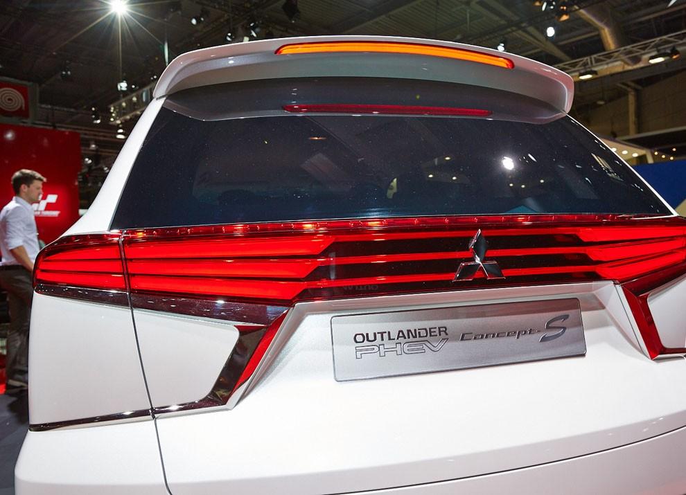 Mitsubishi Outlander: le informazioni sulla gamma ed i prezzi - Foto 2 di 10