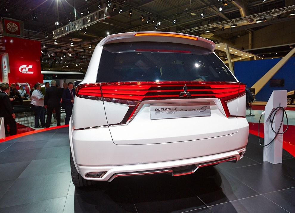 Mitsubishi Outlander: le informazioni sulla gamma ed i prezzi - Foto 3 di 10