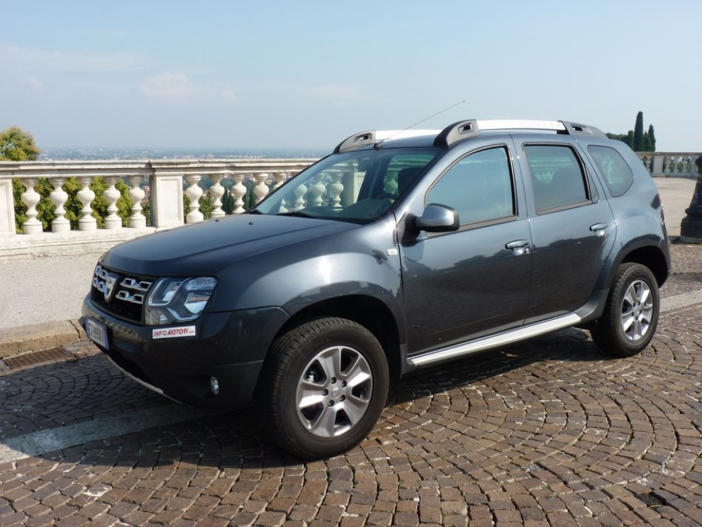 dacia duster 4x4 prova su strada opinioni e prestazioni. Black Bedroom Furniture Sets. Home Design Ideas