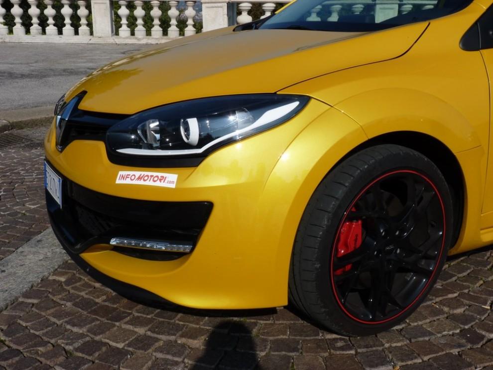Renault Megane Coupè RS 16V 265 CV prova su strada - Foto 3 di 24