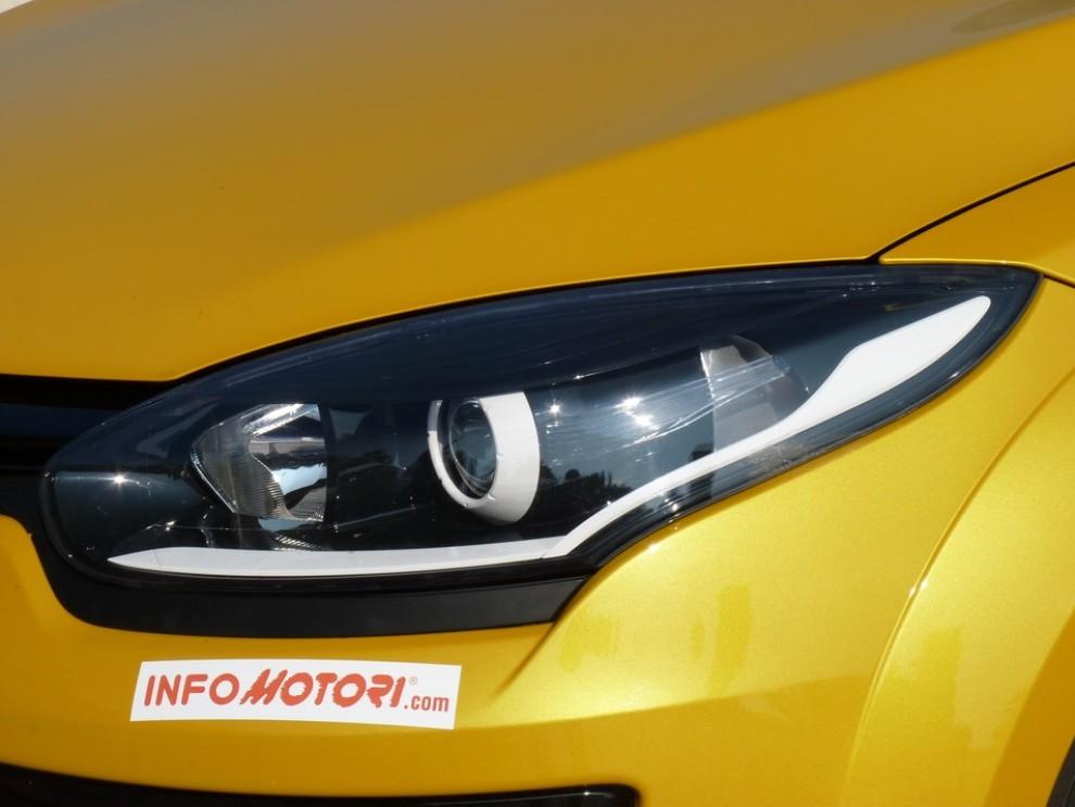Renault Megane Coupè RS 16V 265 CV prova su strada - Foto 4 di 24