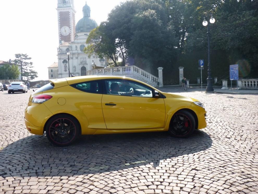 Renault Megane Coupè RS 16V 265 CV prova su strada - Foto 6 di 24