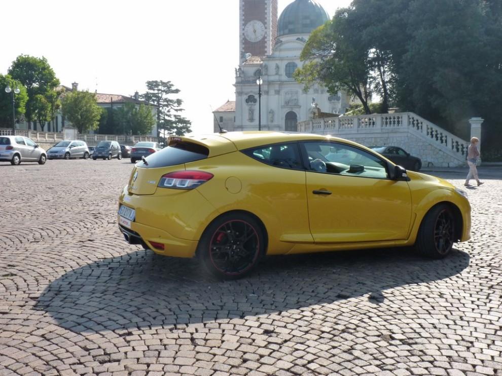 Renault Megane Coupè RS 16V 265 CV prova su strada - Foto 7 di 24