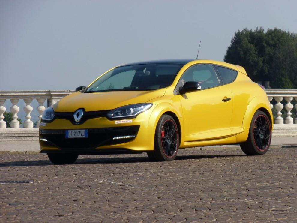 Renault Megane Coupè RS 16V 265 CV prova su strada - Foto 12 di 24