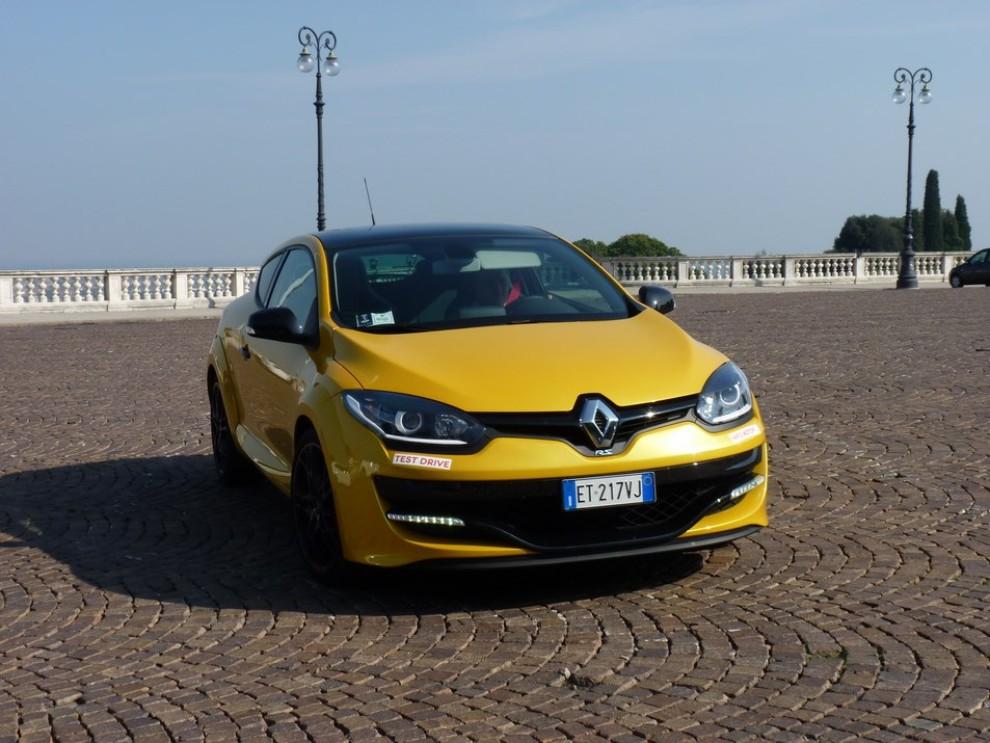 Renault Megane Coupè RS 16V 265 CV prova su strada - Foto 13 di 24
