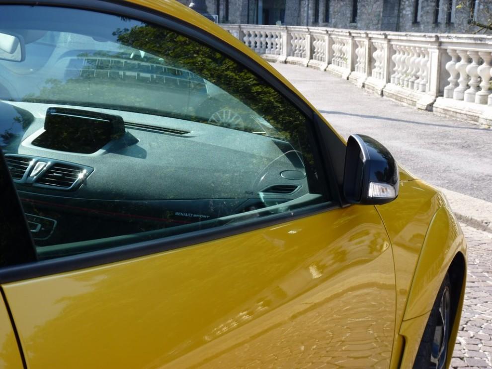 Renault Megane Coupè RS 16V 265 CV prova su strada - Foto 23 di 24