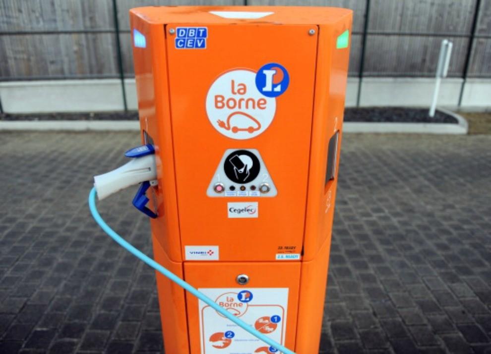 Regno Unito: colonnine di ricarica elettrica obbligatorie nelle nuove case - Foto 2 di 9