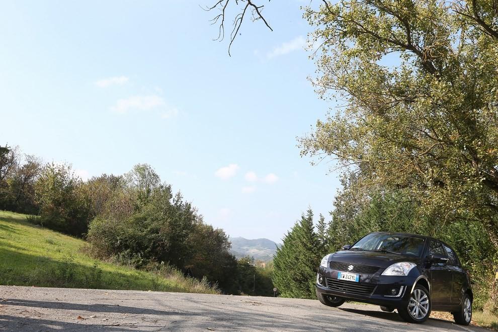 Suzuki Swift 4×4 prova su strada e prezzi della versione a trazione integrale - Foto 11 di 19