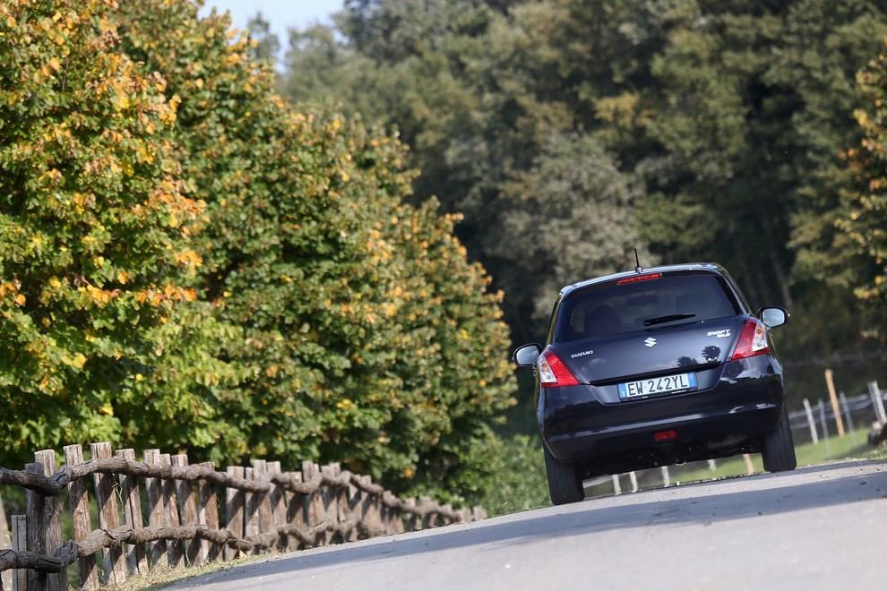 Suzuki Swift 4×4 prova su strada e prezzi della versione a trazione integrale - Foto 12 di 19