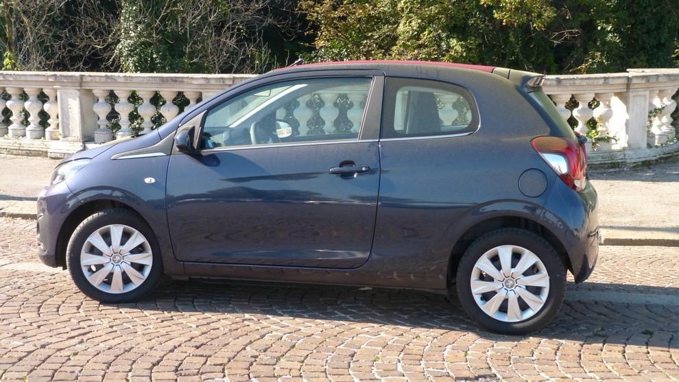 Peugeot 108 prova su strada, prezzi ed equipaggiamenti - Foto 2 di 31