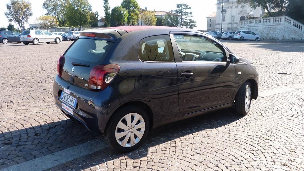 Peugeot 108 prova su strada, prezzi ed equipaggiamenti - Foto 5 di 31