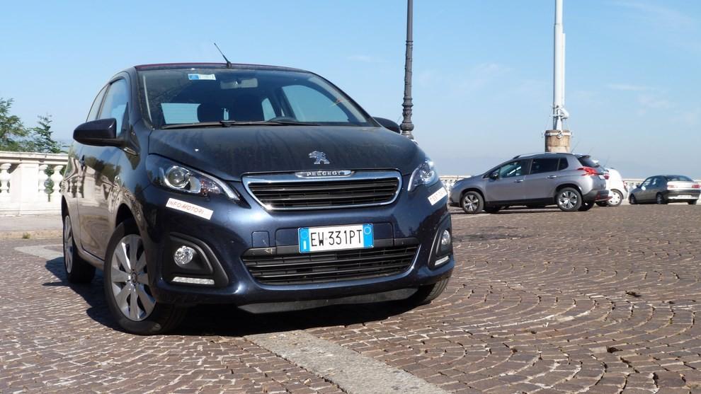 Peugeot 108 prova su strada, prezzi ed equipaggiamenti - Foto 9 di 31