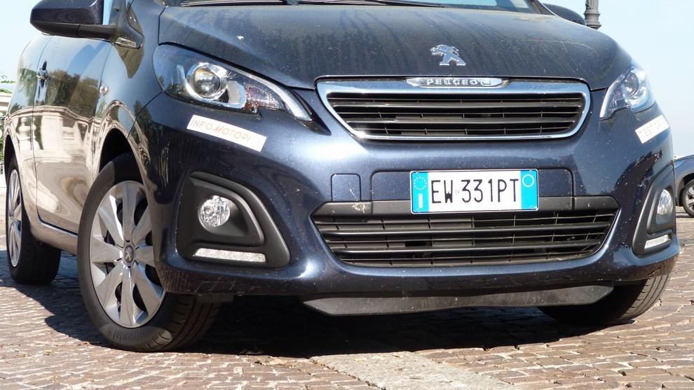 Peugeot 108 prova su strada, prezzi ed equipaggiamenti - Foto 11 di 31